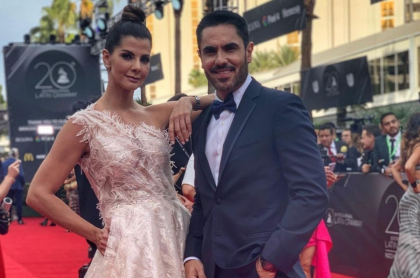 Carolina Cruz y Lincoln Palomeque en los Latin Grammy 2019.
