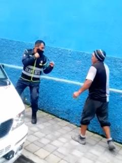 Agente de tránsito y cotero en Pasto se pelearon.