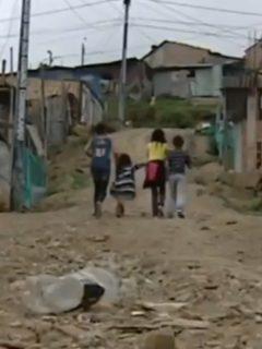 Denuncian reclutamiento de menores de edad en zonas vulnerables de Bogotá.