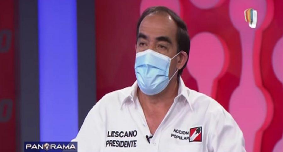 Yonhy Lescano, candidato presidencial en Perú que dice que coronavirus se cura con aguardiente