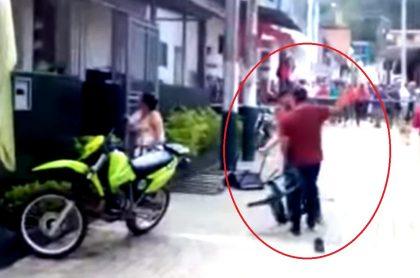 Hombre borracho ataca estación de Policía.