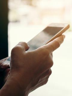 Imagen de celular que ilustra nota; capturan hombre que extorsionaba con fotos íntimas a exnovia, en Cundinamarca