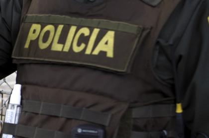 Imagen de policía que ilustra nota; Sorprenden a policías en fiesta clandestina en Bogotá durante cuarentena.