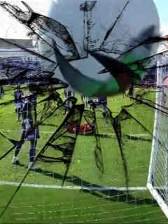 Balonazo rompe cámara de Win en América-Millonarios, partido de Liga Betplay. Fotomontaje: Pulzo.