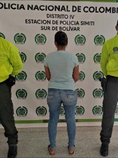Foto de la captura de mujer acusada de explotación sexual de menores, en Barrancabermeja