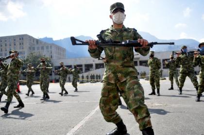 Imagen del entrenamiento de soldados, en Bogotá, que ilustra denuncia contra una teniente del Ejército