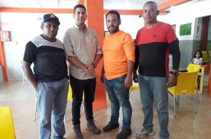 Imagen de los periodistas   y los activistas retenidos en frontera con Venezuela.