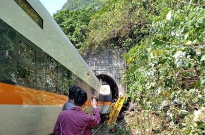 Al menos 41 personas murieron en un grave accidente de tránsito en Taiwán.