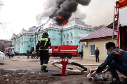 Rusos hacen cirugía de corazón abierto en medio de incendio