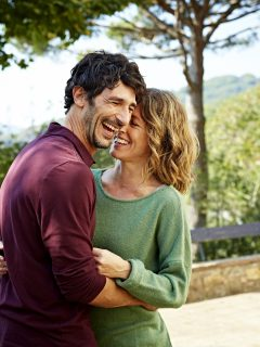 Teoría explica porque las personas que cambian cada cinco años de pareja son felices.