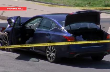 El carro que usó el hombre para embestir a los policías.