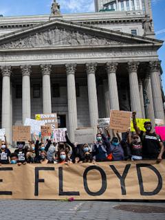Manifestantes a favor de George Floyd.