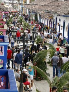 En redes sociales denunciaron que Salnto, Quindío, lució invadida de turistas este Viernes Santo.