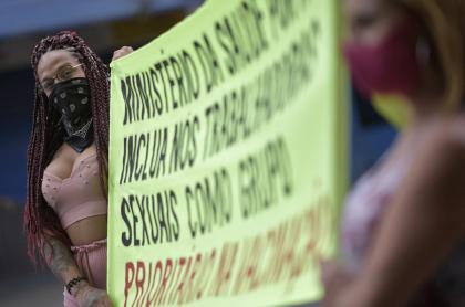 Imagen de las trabajadoras sexuales que protestan en Brasil; exigen sus vacunas pronto