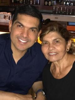Peter Manjarrés acompaña a su mamá Imelda Margarita Romero, en su batalla contra el cáncer.