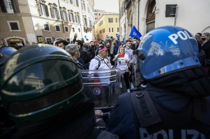 Imagen de las protestas en Italia; comerciantes se hartan de medidas por COVID-19 y arman manifestaciones