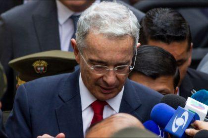 Álvaro Uribe Vélez, expresidente, estuvo en audiencia que fue aplazada por petición de reconocer dos nuevas víctimas
