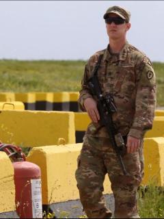 Foto de un soldado de Estados Unidos en la base aérea de Qayyarah, previo al acuerdo con Irak para el retiro de tropas