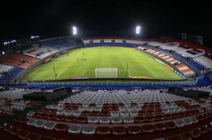 El estadio Defensores del Chaco de Asunción sufrió un corte de luz al comenzar el partido entre Libertad y Atlético Nacional.