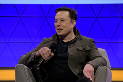 Foto de Elon Musk ilustra nota sobre que cofundador de Neuralink quiere construir un parque jurásico
