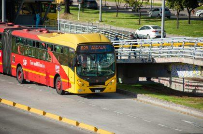 Bus de Transmilenio ilustra nota sobre problema financiero en el sistema de transporte masivo de Bogotá por la pandemia