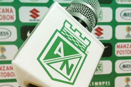 Atlético Nacional sería castigado por falta de su jefe de prensa en Liga Betplay. Imagen de referencia de un micrófono en sala de prensa.