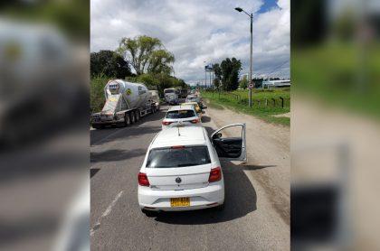 Imagen del trancón en entrada aBogotá(norte) por puesto devacunaciónen carro