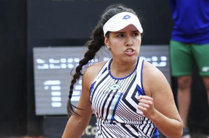 María Camila Osorio venció 5-7, 6-3 y 6-4 a Tamara Zidanšek y se coronó campeona de la Copa Colsánitas 2021.