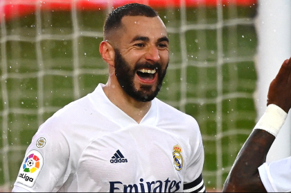 Golazos del Real Madrid en clásico ante el Barcelona en la Liga de España. Benzema abrió el marcador.