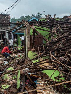 Terremoto de 6,0 grados de magnitud sacudió este sábado a la isla de Java en Indonesia y dejó al menos 7 muertos.