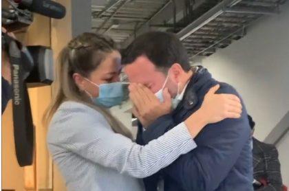 Felipe Arias, presentador del Canal RCN, no aguantó las lágrimas y lloró en su regreso a Noticias RCN luego de sufrir un infarto en marzo.
