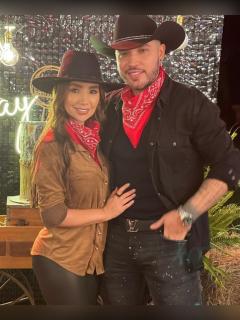 Foto de Paola Jara y Jessi Uribe, a propósito de presentación en los Latin AMAs