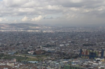 Imagen del aire en Colombia ilustra nota sobre nube de dióxido de azufre que ingresó al país