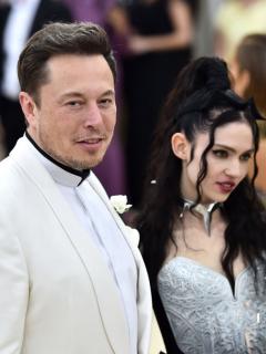 Foto de Elon Musk y Grimes ilustra nota sobre tatuaje de la cantante