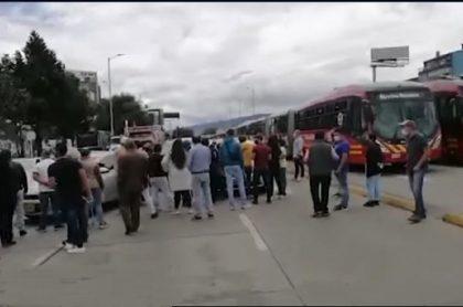 Protestas de comerciantes en Bogotá, sobre la avenida NQS con calle 75, por las medidas restrictivas del Distrito