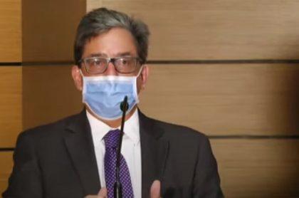 Ministro Alberto Carrasquilla anunciando quiénes pagarán renta según la reforma tributaria que propone el Gobierno