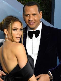 Jennifer Lopez y Alex Rodríguez en los Screen Actors Guild Awards, a propósito del anillo de compromiso