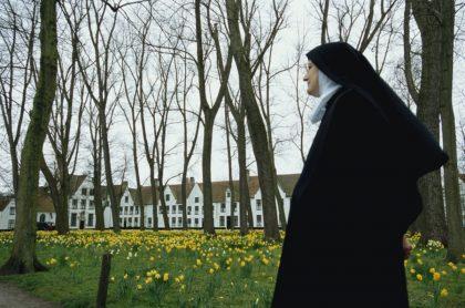 Monja, ilustra nota de mujer transgénero sueña con ser monja, pero Iglesia la rechaza; buscará al papa