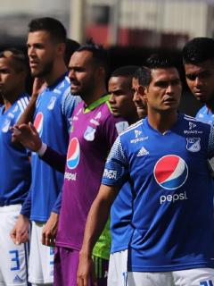 Jugadores de Millonarios en el partido contra Deportivo Cali, donde sonó una canción de Daft Punk en lugar de los himnos