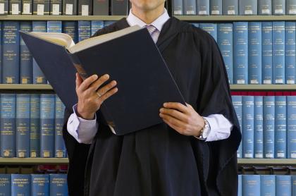 Imagen de magistrado ilustra nota sobre acusasiones contra uno de la JEP