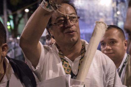 Gustavo Petro archivan investigación por Transmilenio; pide indemnización DAS