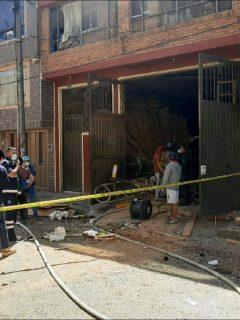 Imagen de la vivienda en Engativá en donde se produjo una explosión, en una bodega de madera