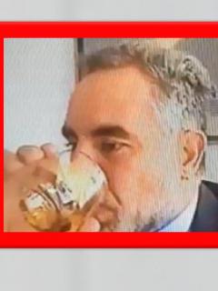 Armando Benedetti bebiendo licor en sesión virtual del Congreso