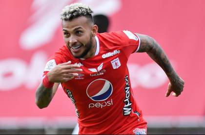 Duván Vergara, jugador del América, equipo que no podría seguir jugando Copa Libertadores en Bucaramanga si sus hinchas no cambian comportamiento