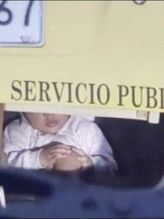 Imagen del taxista que llevaba a un bebé en el baúl del carro, en Medellín