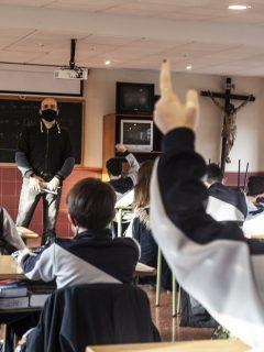Estudiantes en clase ilustra nota sobre que alumnos de Colombia no están obligados a ver clases de religión