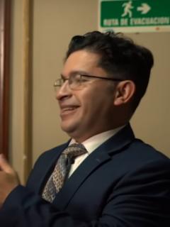 Ministro Cosquillo, el nuevo personaje en los videos de Juanpis González.