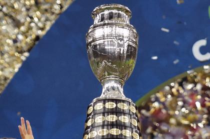 Copa América tendría toques de queda en Colombia como medida de control. Imagen de referencia del trofeo.