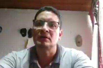 Profesor de Palmira que fue grabado junto a su pareja durante clase virtual
