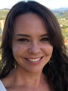 Natasha Klauss en selfi, ilustra nota sobre detalles de cómo será su boda con empresario  Daniel Gómez, con quien ya tuvo dos ceremonias.